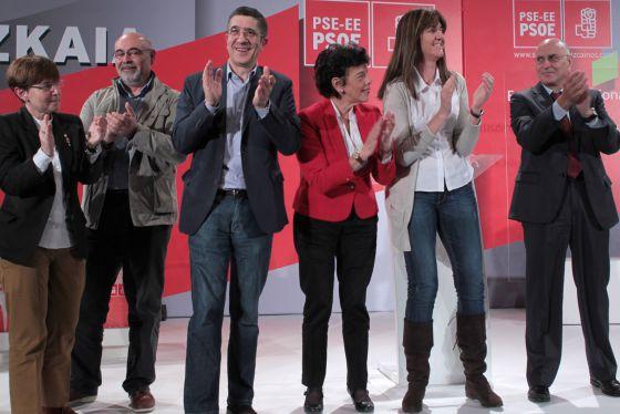 Zabaleta, Pastor, López, Celaá, Mendia y Ares, de izquierda a derecha, en el acto del PSE celebrado, en Barakaldo.