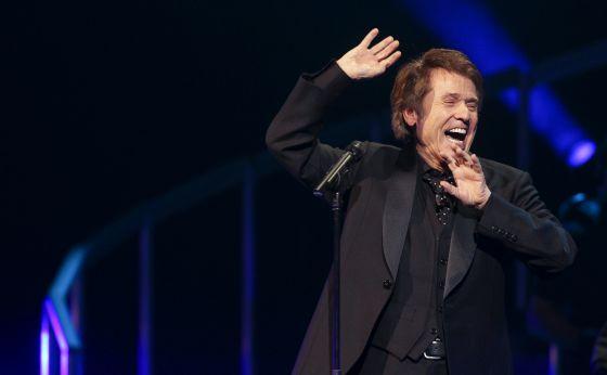 Raphael gesticula en el concierto del lunes.
