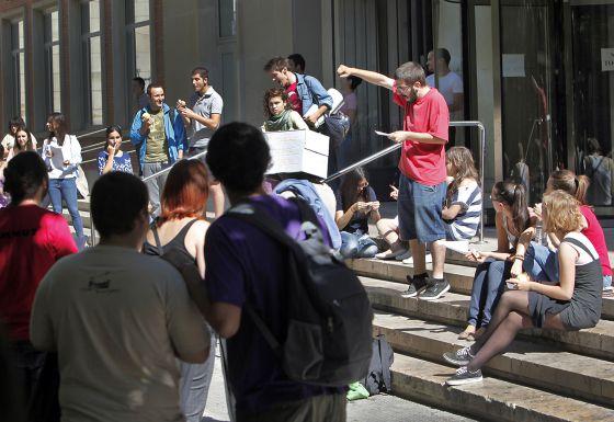 Estudiantes concentrados en la Universitat de València.