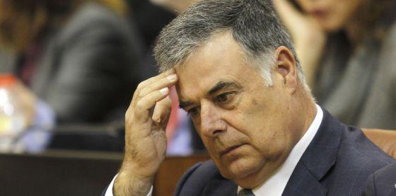 José Antonio Viera, en una sesión del Parlamento en noviembre de 2011