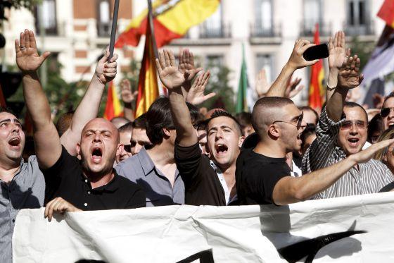 Un millar de ultraderechistas se manifiesta en Madrid.