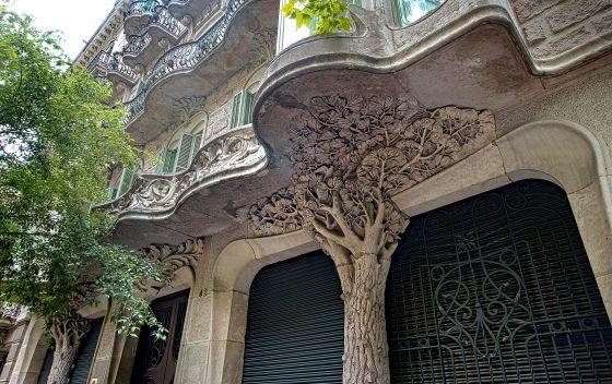 Fachada de la casa Antonia Burés, en Barcelona, obra de Juli Batllevell.