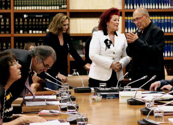 Los nuevos consejeros, Consuelo Ciscar y Carles Santos,en el pleno del CVC.