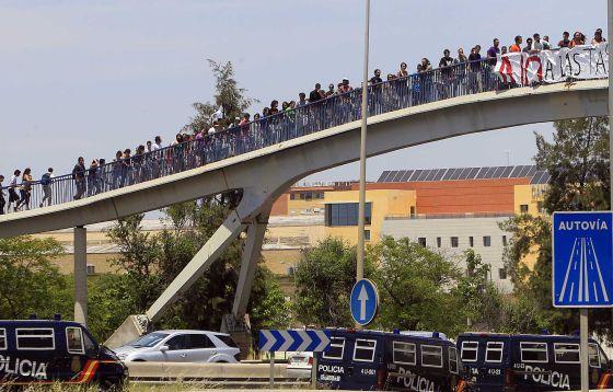 Protesta de alumnos en la Universidad Pablo de Olavide.