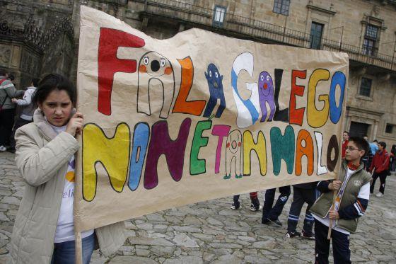 Cativos nun acto reivindicativo polo galego en Santiago, no ano 2007