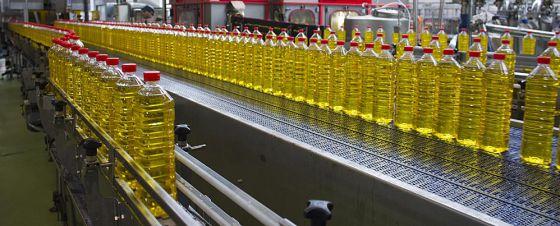 Planta de envasado de aceite en Sevilla.