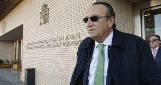 Carlos Fabra sale del juzgado número 5 de Castellón tras declarar en un juicio de faltas.