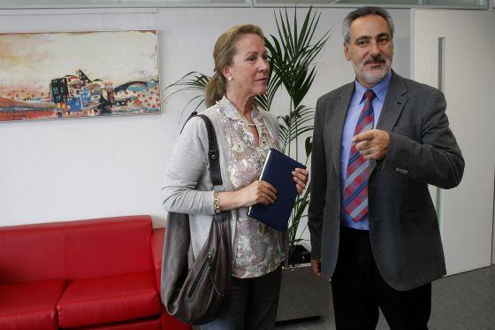 La jefa de Costas en Pontevedra, Cristina Paz Curbera, con el delegado provincial de la Xunta, José Manuel Cores.