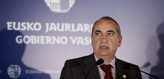El consejero de Vivienda, Iñaki Arriola, en la rueda de prensa tras la reunión del Consejo de Gobierno.   rn