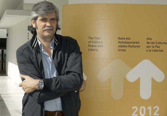 El poeta José Fernández de la Sota, ayer, en Bilbao tras la presentación del festival de poesía.