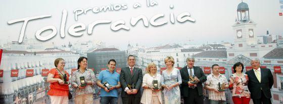 Esperanza Aguirre posa con los premiados.