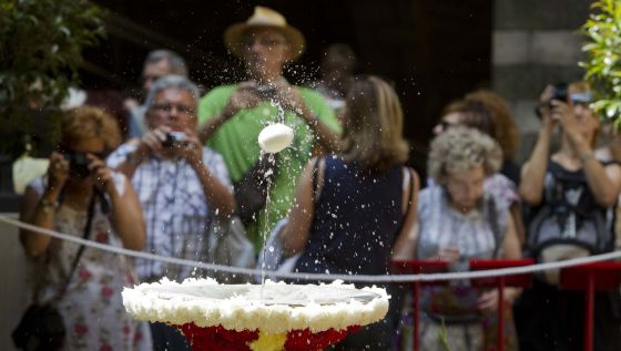 """""""L'Ou com balla"""" es una de las celebraciones mas singulares de Barcelona por la festividad del Corpus Christi desde 1637."""