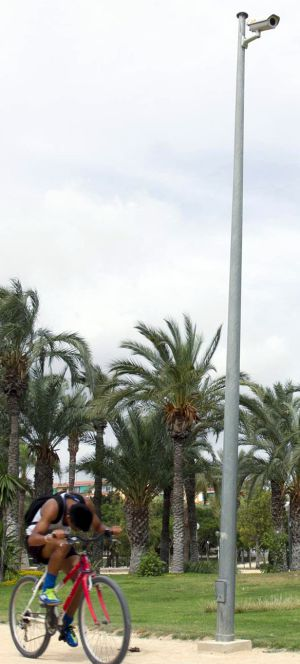 Una de las cámaras instaladas en los parques de Alicante.