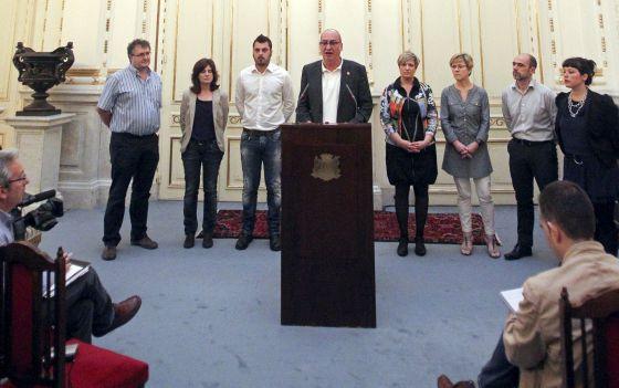 El diputado general, Martín Garitano, durante la lectura ayer en San Sebastián de una declaración de Gobierno de la Diputación de Gipuzkoa.