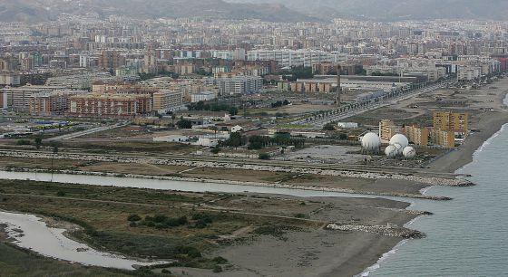 Tras la desembocadura del Guadalhorce, suelos de la antigua térmica afectados por el convenio urbanístico con Endesa