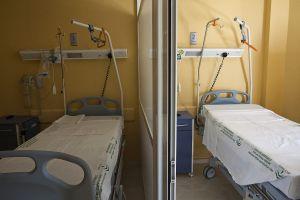Camas vacías en un hospital de Sevilla.