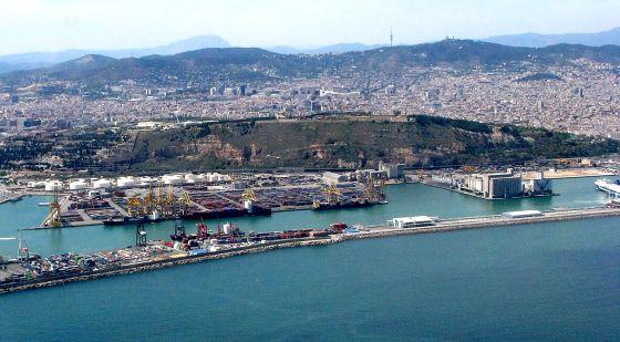 Vista de la zona del Morrot del puerto de Barcelona.