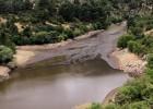 Una fisura en el embalse de Robledo de Chavela causa una fuga de lodos