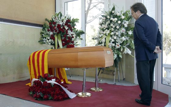 La capilla ardiente del escritor Emili Teixidor, fallecido ayer a los 78 años, ha quedado en la escuela Betània Patmos.