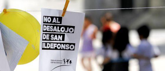 Protesta contra el cierre del colegio San Ildefonso.