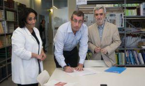 Rafaela Romero (PSE), Markel Olano (PNV) y Juan Carlos Cano (PP) registran esta mañana la moción de censura contra el diputado de Bildu Juan Carlos Alduntzin.