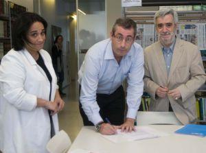 Rafaela Romero (PSE), Markel Olano (PNV) y Juan Carlos Cano (PP) registran ayer la moción de censura en las Juntas Generales de Gipuzkoa.