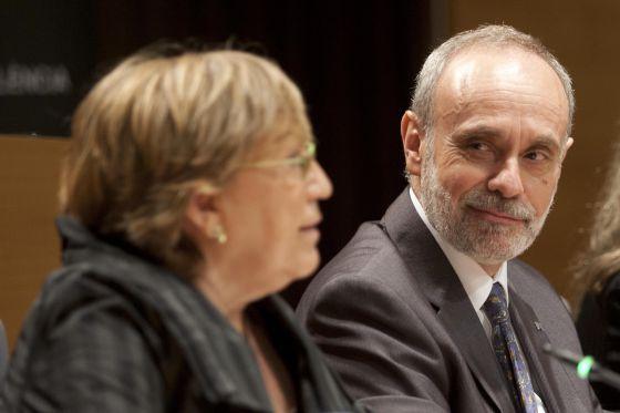 De izquierda a derecha, Ana Ripoll y el nuevo rector de la UAB, Ferran Sancho.l
