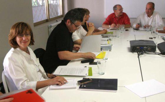 Urgell (a la izquierda), ayer en la reunión del consejo de Tabakalera.