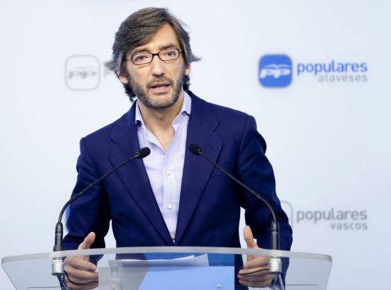 Iñaki Oyarzábal durante la presentación de la ponencia política del congreso de su partido en Álava.