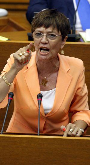 Maira Barrieras, del PP, en la tribuna de las Cortes.