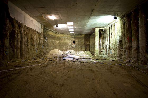 Imagen de la antigua Fuente de los caños del Peral, encontrada en las obras del metro de ópera.