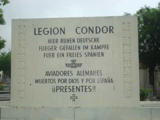 Placa en honor a la Legión Cóndor en el cementerio de La Almudena.