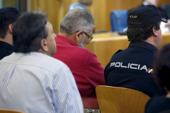 Laureano Oubiña, de rojo, durante la sesión del juicio en la Audiencia Nacional.