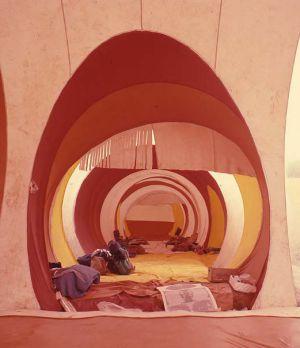 Interior de la Ciutat Instantània d'Eivissa, el 1971.