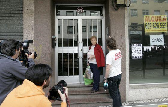 Imagen de la entrada del edificio en el que vivía el detenido.