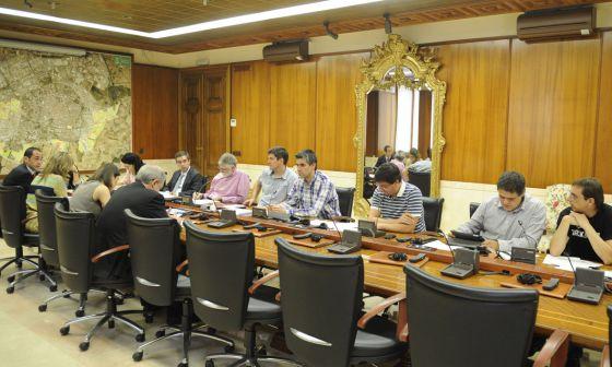 Reunión, ayer, de la Comisión de Economía del Ayuntamiento de Vitoria.