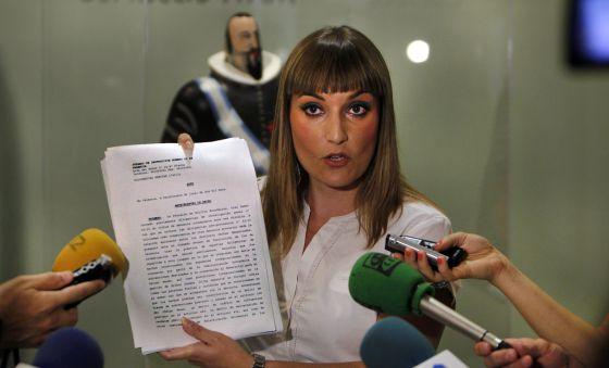 Clara Tirado, en los pasillos de las Cortes Valencianas.