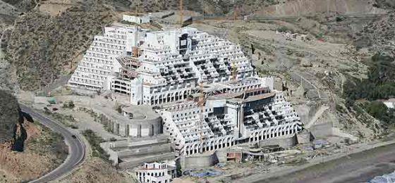 Hotel construido en el paraje de El Algarrobico.