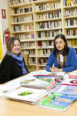 Madres del IES García Barros organizando el banco.  Andrés Fraga rn
