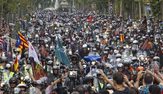 Miles de moteros recorrieron ayer las calles del centro de Barcelona