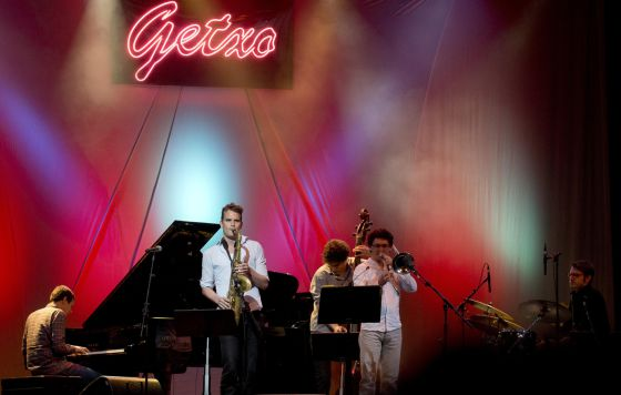 El quinteto alemán del saxofonista Tobias Meinhart gana el concurso de grupos del Festival de Jazz de Getxo.