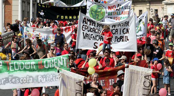 Asistentes a una 'trobada' de Escola Valenciana en defensa de la lengua.