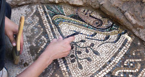 Fragmento del mosaico hallado en el yacimiento de Cástulo