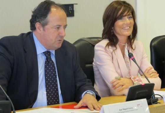 José Miguel Corres y Pilar Zorrilla durante la presentación del congreso.