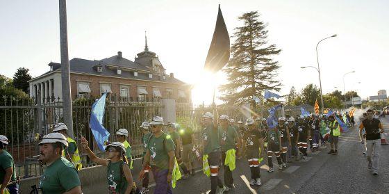Los mineros ante el palacio de La Moncloa, donde pitaron a Mariano Rajoy.