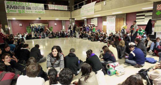 Un grupo de estudiantes, en un encierro en la Complutense.