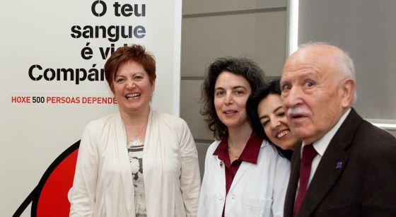 Inmaculada Rodríguez, segunda por la izquierda, junto a la conselleira de Sanidad el pasado marzo.