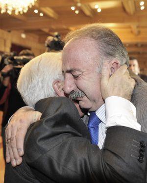 Manuel Freire Couto abrazando a José Luis Baltar