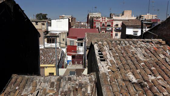 Vista desde los tejados del tramo de barrio amenazado por la prolongación de la avenida.