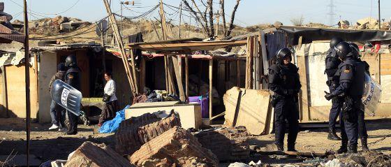 Desalojo en el poblado de El Gallinero y derribo de varias chabolas, el pasado mes de marzo.